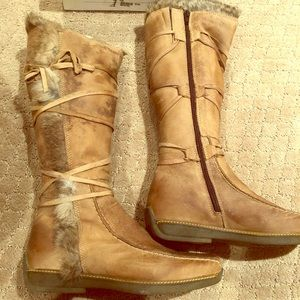 Fur lined suede boots- never worn!!!
